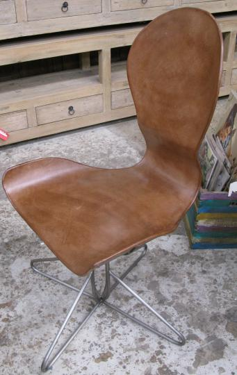 RELAXED LEATHER DINING CHAIR